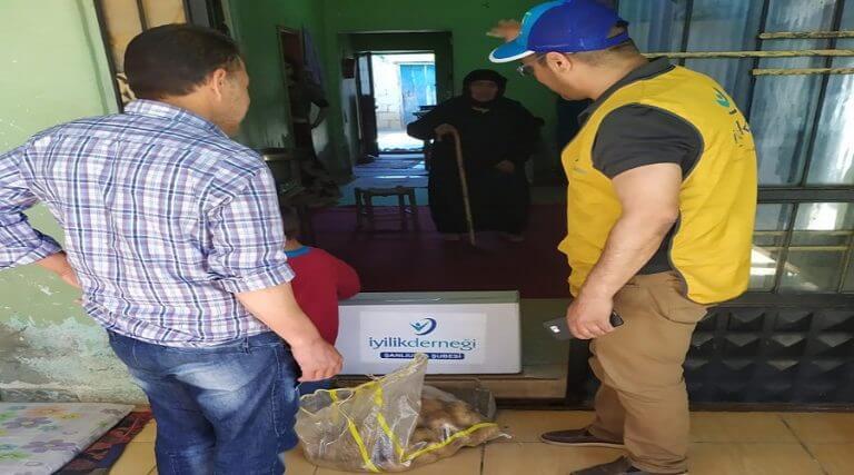 İhtiyaç sahibi ailelere gıda kolisi ve et dağıtıldı