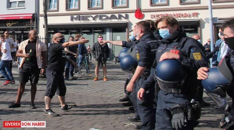Vatandaşlar korona tedbirlerini protesto etti