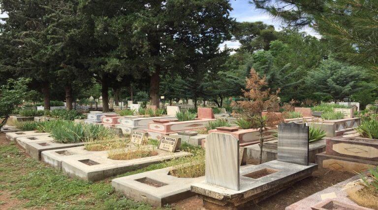 Mezarlıklar bu bayramda boş kaldı