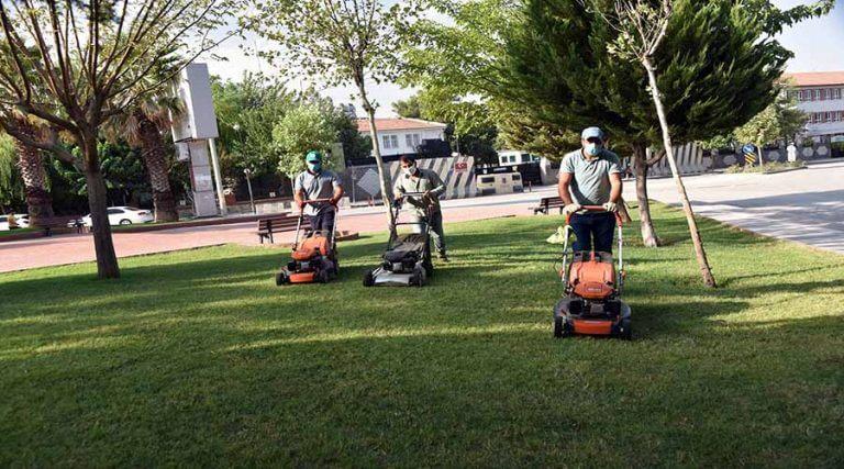 Park ve yeşil alanlarda bakım çalışmaları sürüyor