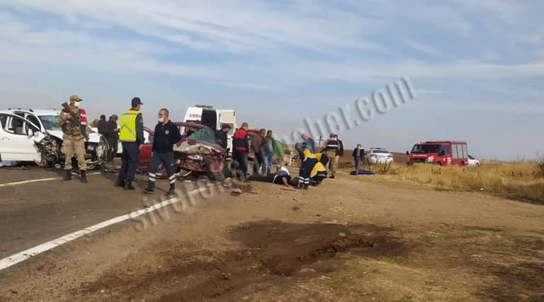 Araçlar kafa kafaya çarpıştı: 10 yaralı