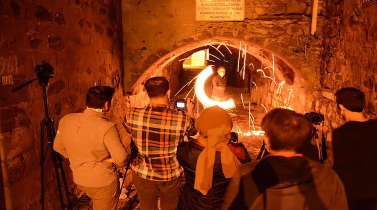 Tarihi mekanları 'ışıkla boyama' tekniğiyle fotoğrafladılar