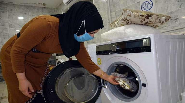 Her ay 350 ihtiyaç sahibi ailenin elbisesi ücretsiz yıkanıyor