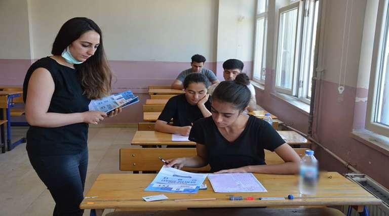 Üniversite adaylarına gerçeği aratmayan TYT-YKS sınavı