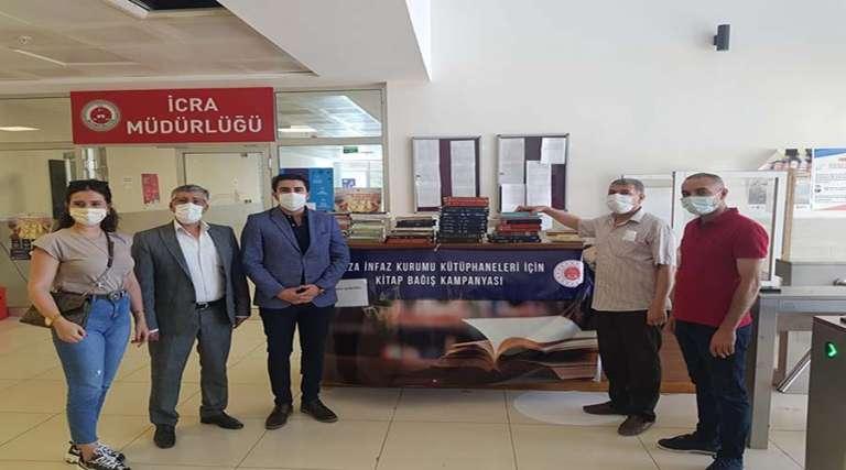 SİVİL DER'den cezaevi kütüphanesine kitap bağışı