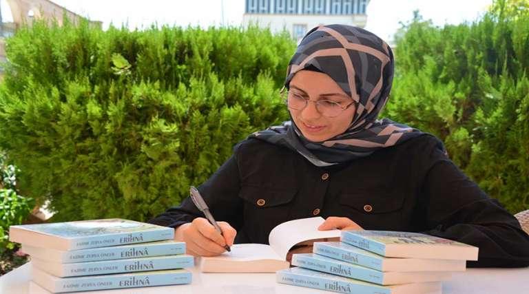 Siverekli kadın yazarın ilk kitabı raflardaki yerini aldı