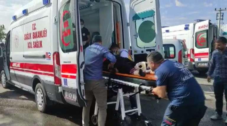 Hafif ticari aracın çarptığı iki kadın yaralandı!